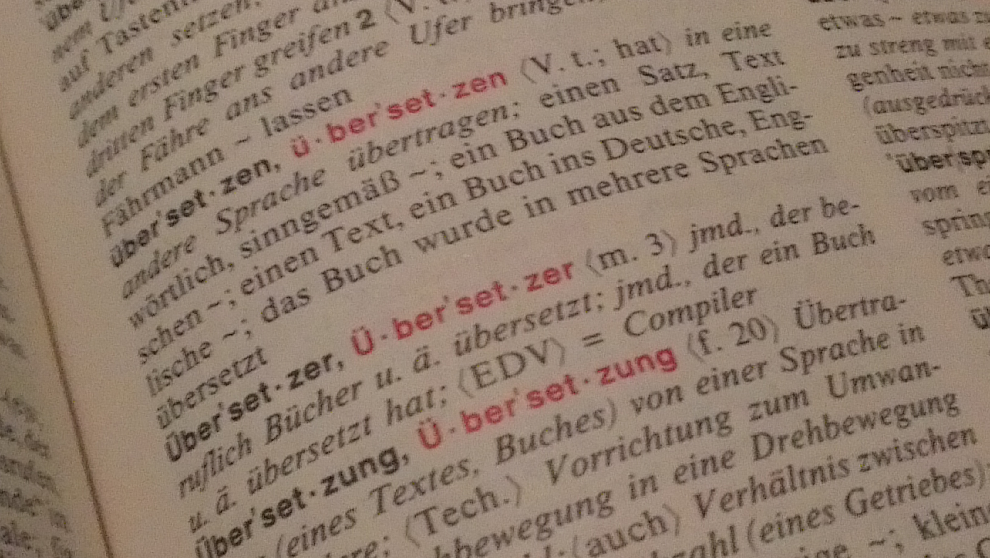 Wörterbuch mit den Stichpunkten Übersetzer und Übersetzung
